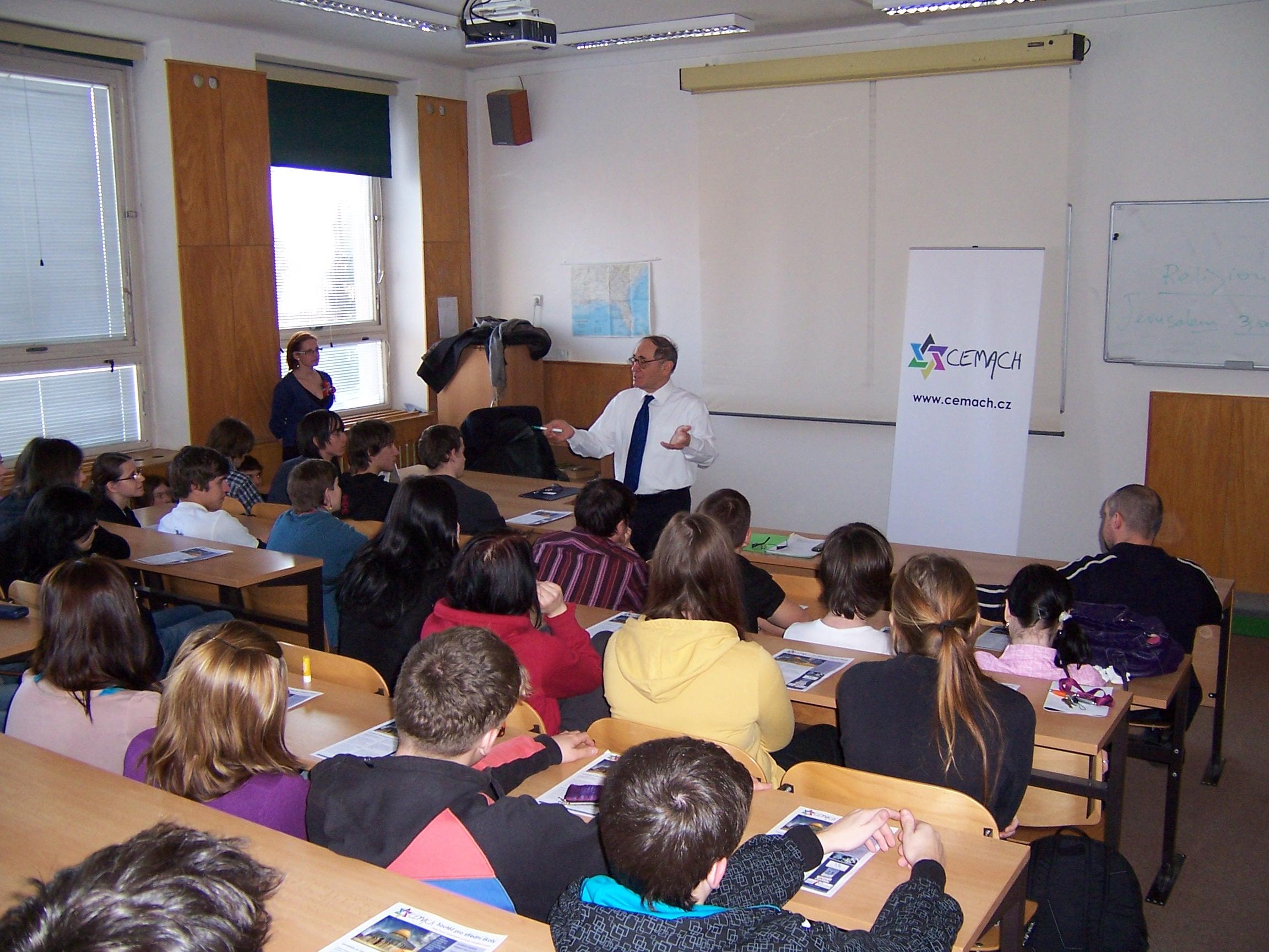 Přednáška pana velvyslance Izraele J.E.Jaakova Levyho na Gy a SOŠ Přelouč